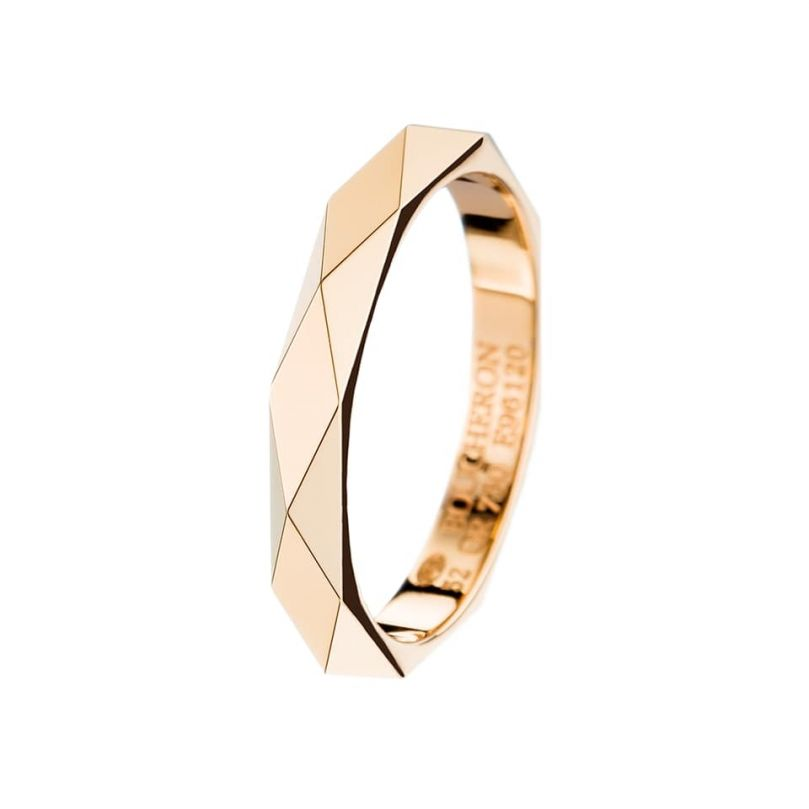First product packshot Facette yellow gold Wedding Band