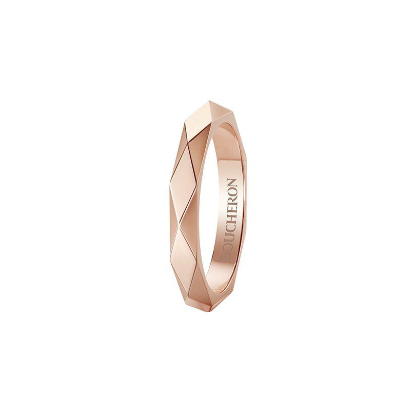 First product packshot Facette pink gold Wedding Band