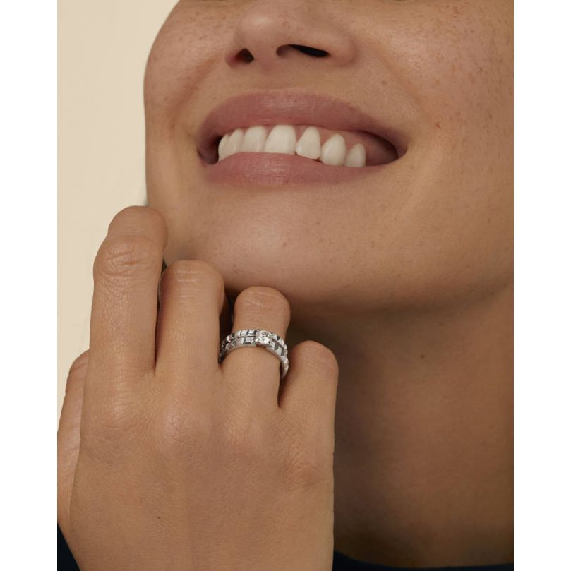 Second worn look Clou de Paris Mini Wedding Band ring