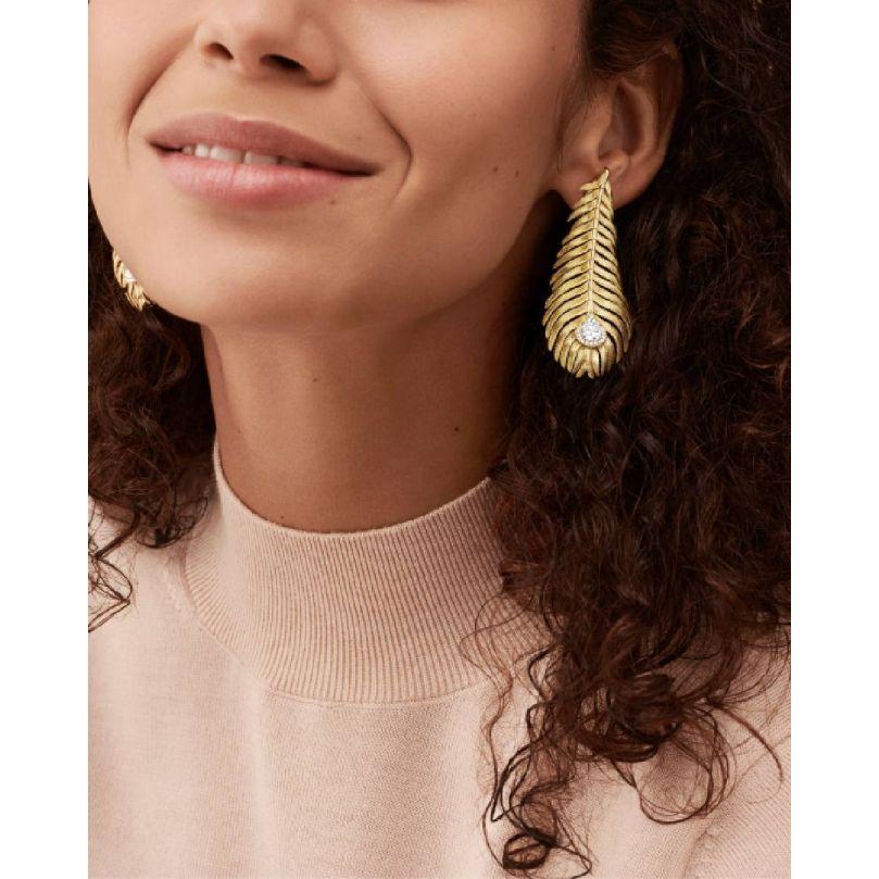 Second worn look Plume de Paon Pendant Earrings