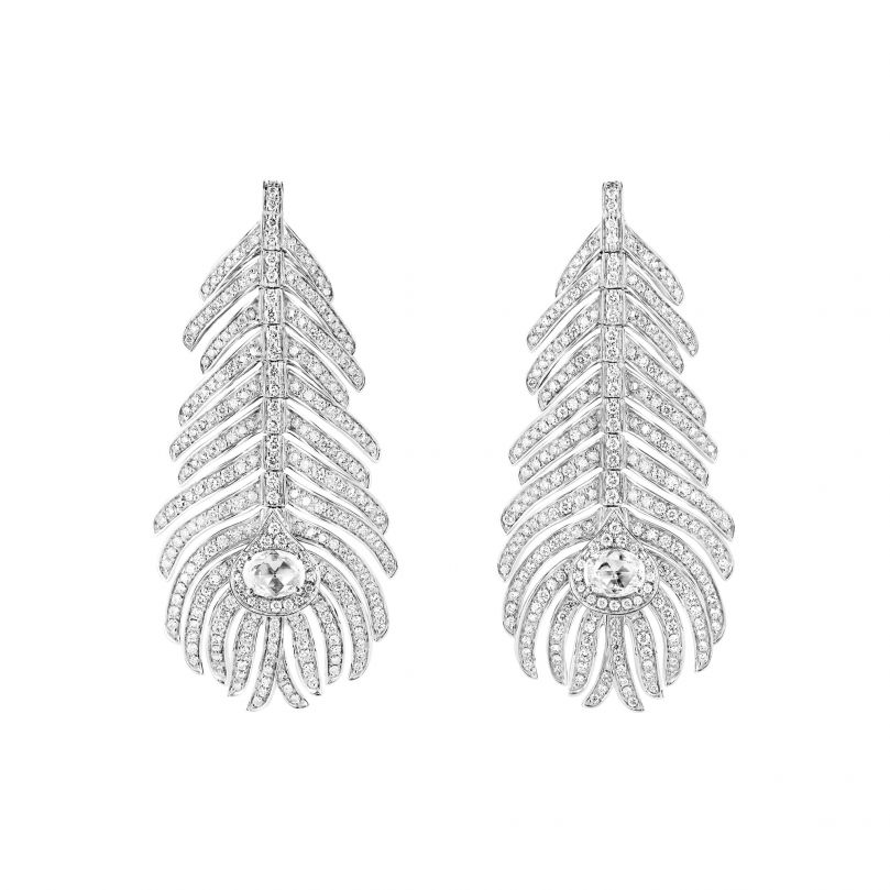 First product packshot Plume de Paon pendant earrings, medium model
