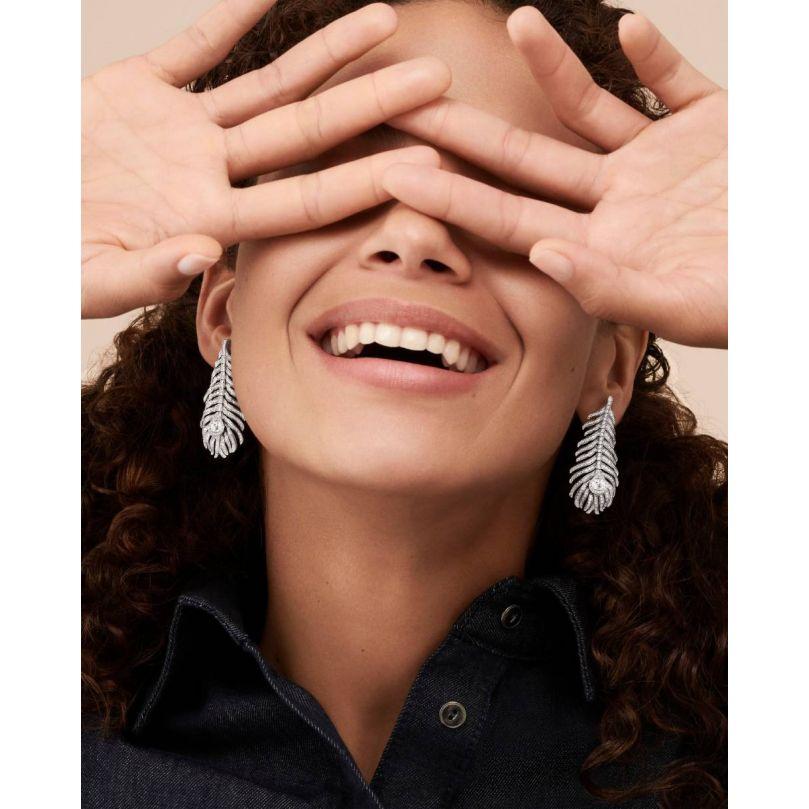Second worn look Plume de Paon pendant earrings, medium model