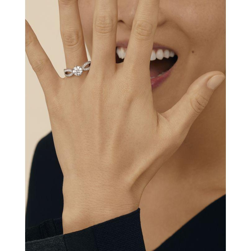 Second worn look Pont de Paris Engagement ring