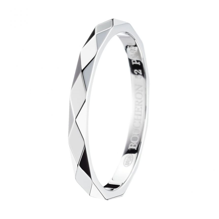 First product packshot Facette Small Wedding Band