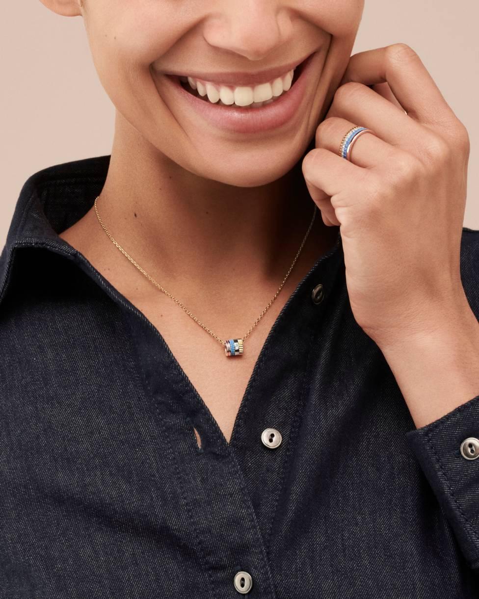 قلادة Quatre Blue Edition على شكل خاتم صغير